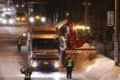ロータリーと大型ダンプで深夜の排雪