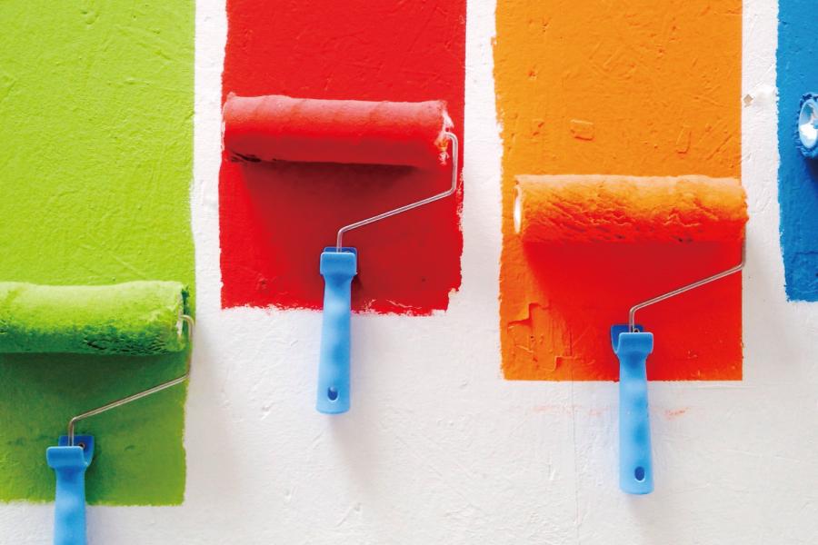 ローラーとカラフルな塗料