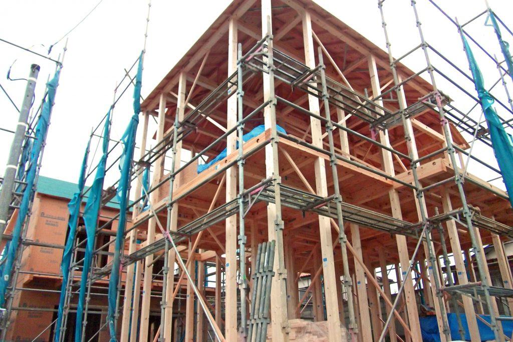 木造住宅の骨組み、建築の様子