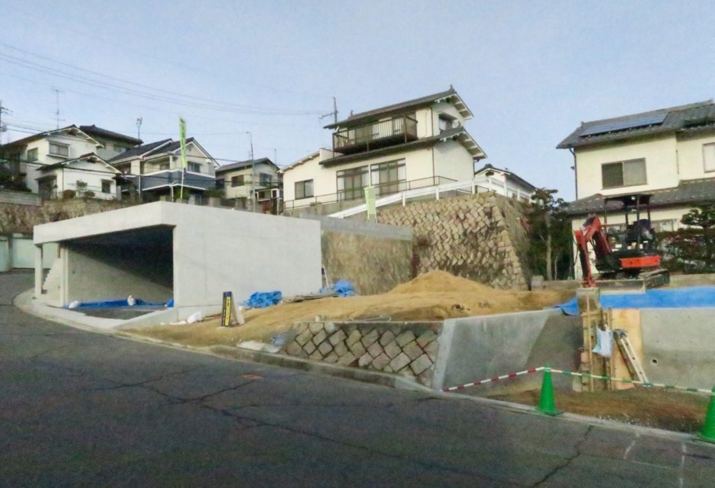 庭工事中の家