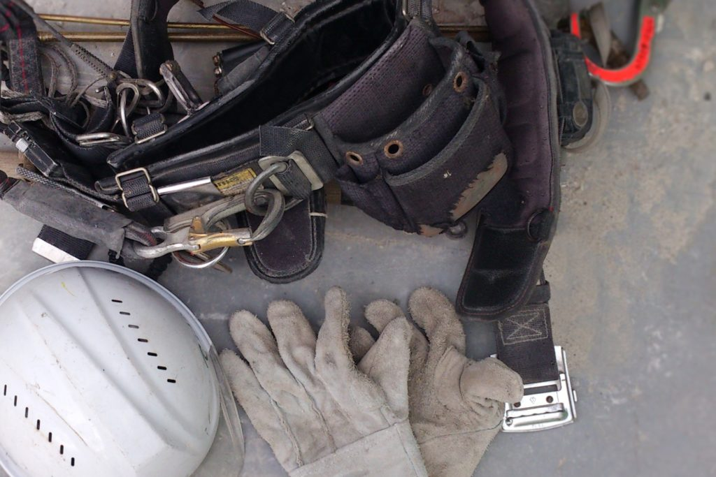 腰道具とヘルメット