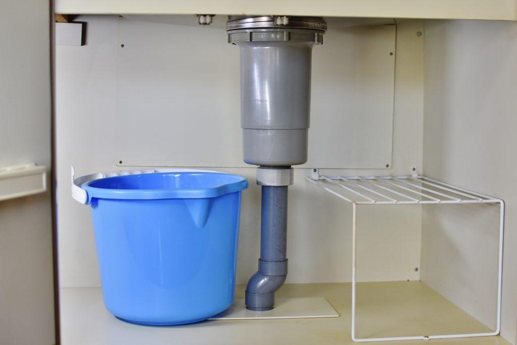 台所下の排水管