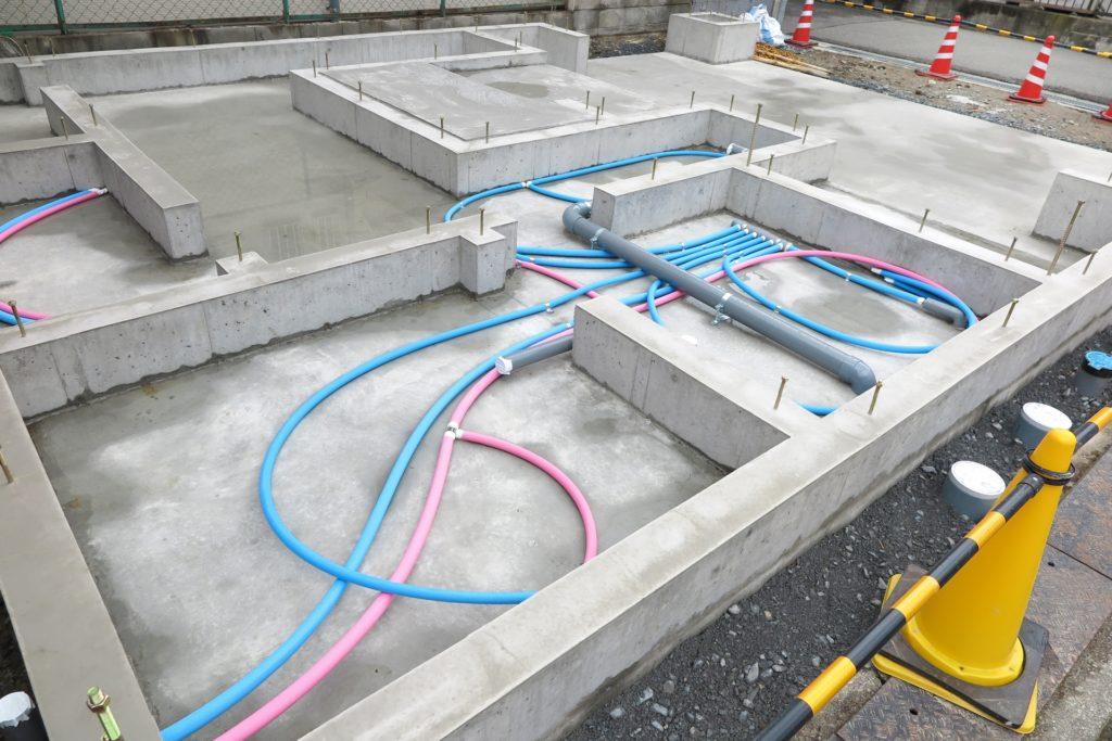 家の基礎工事と給水管