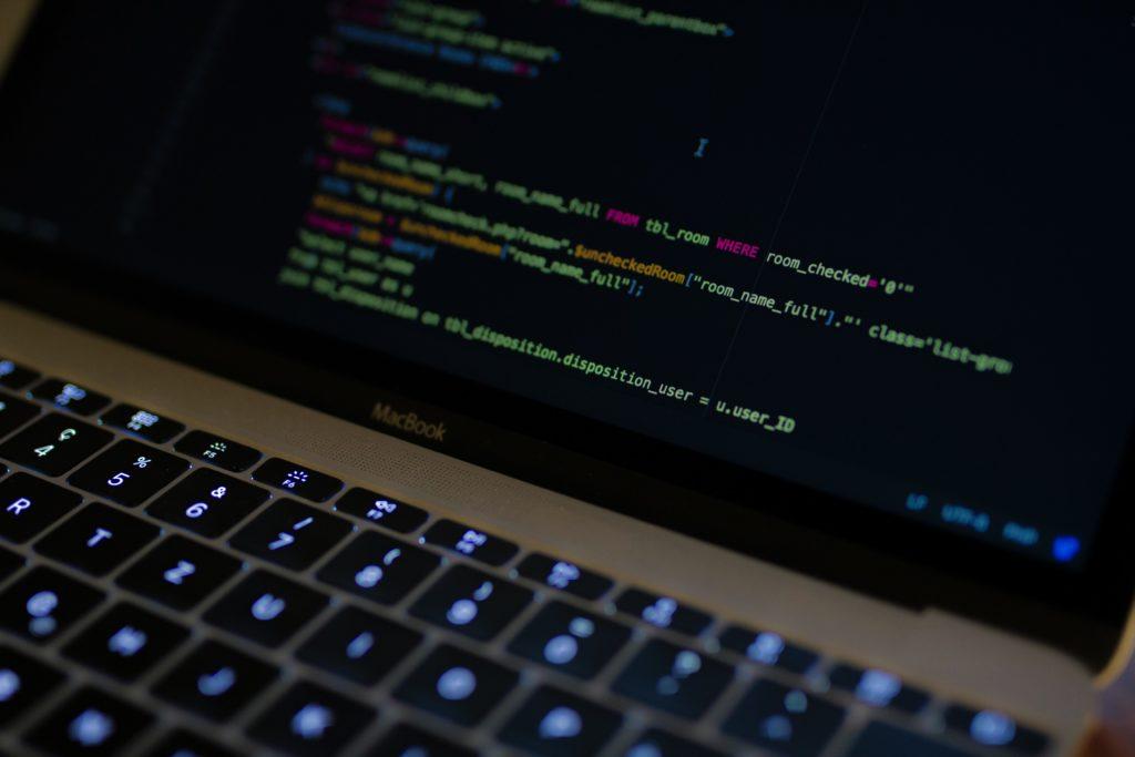 パソコン画面に表示されているコード