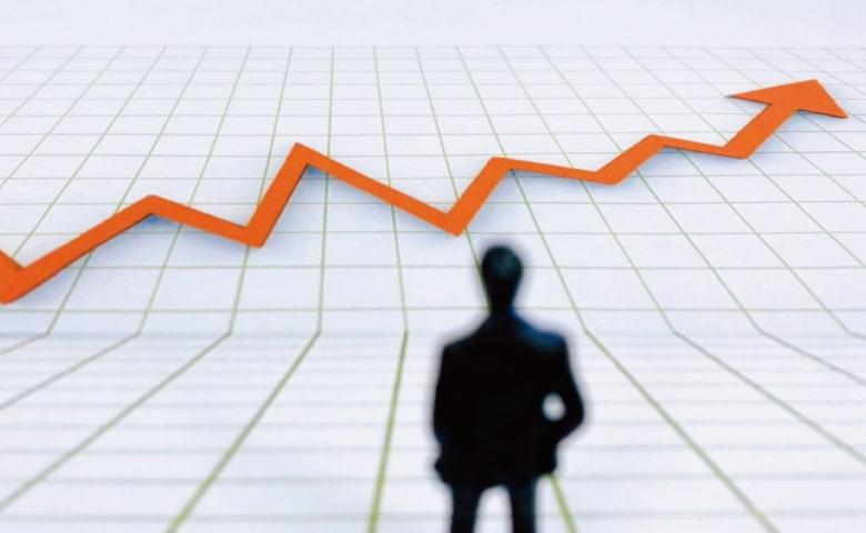 ビジネスマンのシルエットと折れ線グラフ